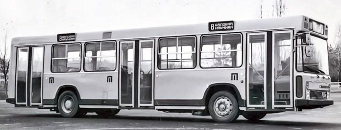 Прототип автобусу великого класу ЛіАЗ-5256, побудований у експериментальному цеху ВКЕІ Автобусо- і тролейбусобудування у Львові. Початок 1980-х років. Цей автобус працював у Львові і з пасажирами на маршруті № 8