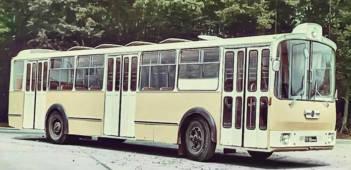 Другий автобус-прототип великого класу ЛАЗ-696 «Львів-2». Кольорове фото кінця 1960-х років