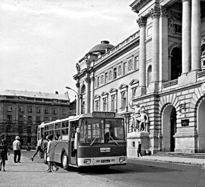 Один із прототипів автобуса ЛАЗ-698 «Львів-2» на випробовуваннях у Львові