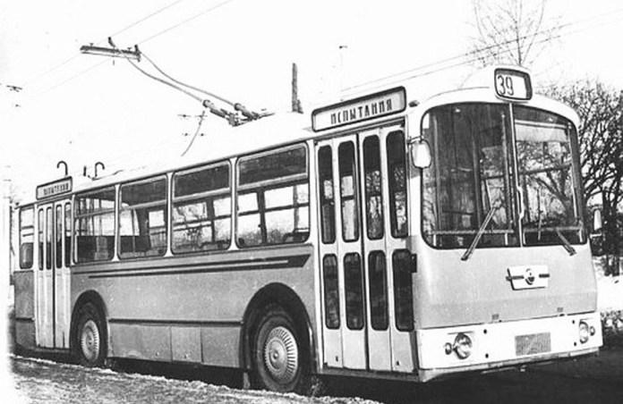 Тролейбус-прототип ЛАЗ-698Т, спроектований і виготовлений в кінці 1960-х років. Проходив випробовування у Львові та Чернігові