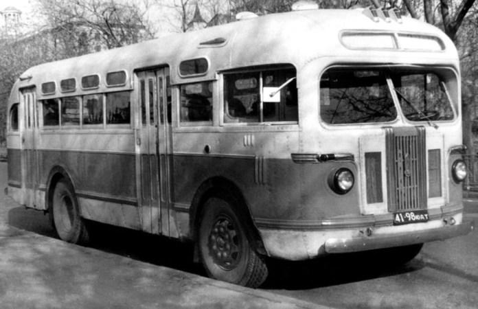 Радянський автобус ЗіС-155, який у 1950 році планували випускати у Львові. Конструкція автобуса розроблена у 1949 році