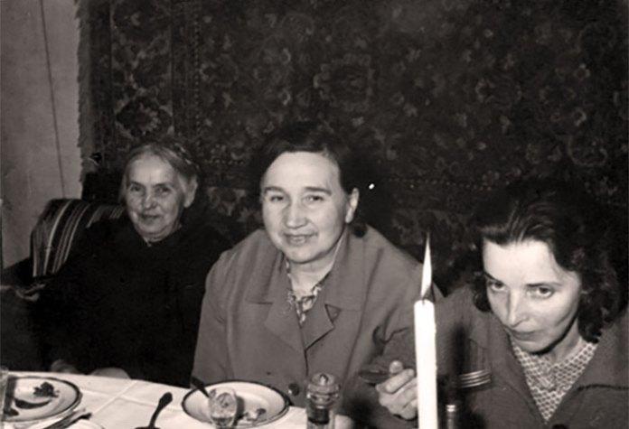 Різдво на Попречній. Зліва - Стефанія Горбенко-Кіцера, Валнтина Кіцера, Ірина Горбенко.