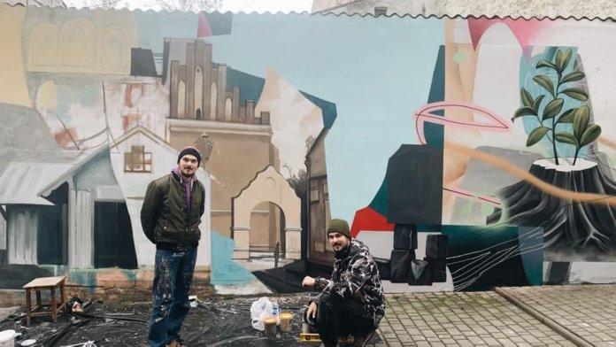 """У Дрогобичі малюють мурал """"Вуличний музей міста"""". Фото Ірина Мутка"""