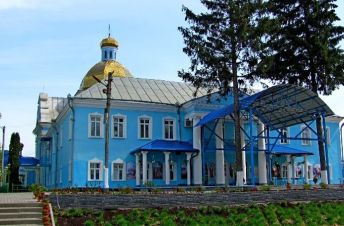 Колишнє обійстя Штейнгелів. Тепер корпус монастиря