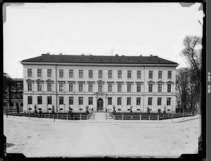 Будинок 4 Гімназії, 1890 р. Фотограф Натан Крігер