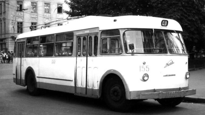 Тролейбус «Київ – 4» у центрі Львова. Кінець 1960-х років