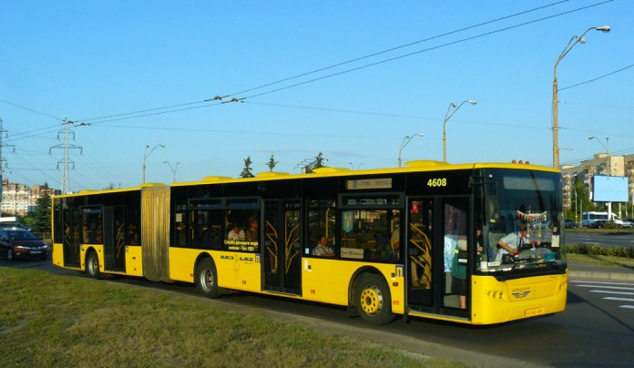 Зічленований низькопідлоговий автобус ЛАЗ А292 у Києві. 2009 р. Автор фото – Олександр Тарасов