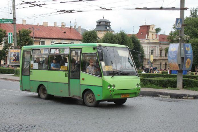 Дрібносерійний автобус «Богдан» А064, створений НДІ «Укравтобуспром» під час експлуатації в Чернівцях. 2010 р.