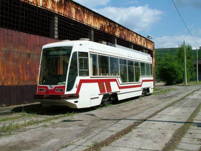 Перший український частковонизькопідлоговий трамвай ЛТ-10А на заводі «Луганськтепловоз»