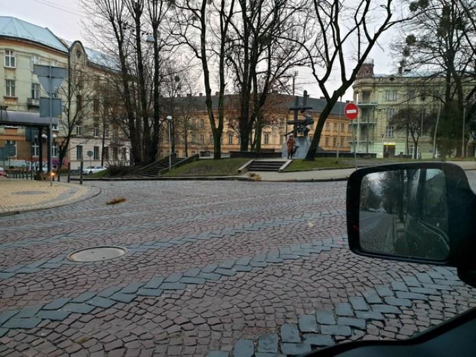 Вулиця Дорошенка повністю порожня