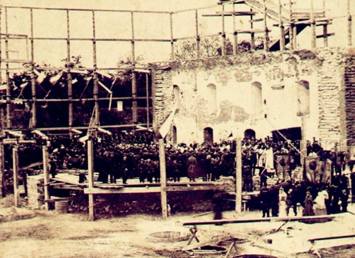 Перед освяченням початку будівництва. Фото з фондів Острозького краєзнавчого музею