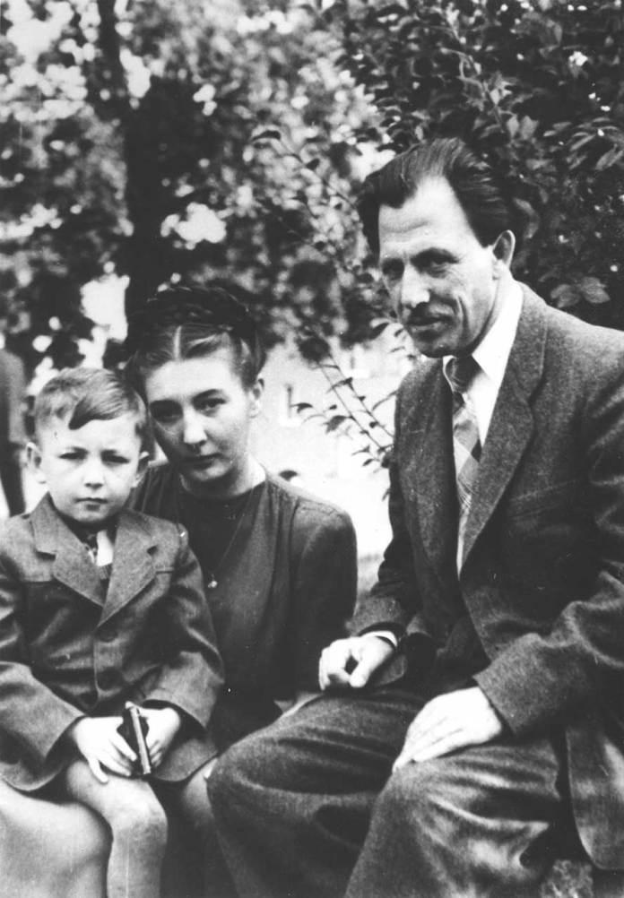Михайло Мороз з дружиною та сином. Реґенсбурґ, Німеччина, 1949 р.