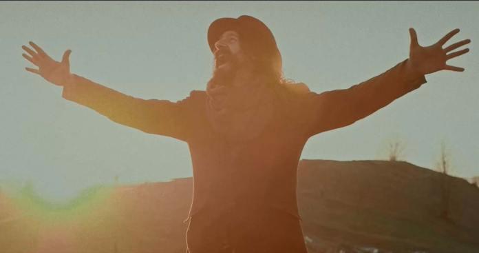 Кадр з кліпу «Верховино, мати моя» гурту «Рокаш»