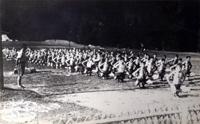 """Руханка в пластовому таборі """"Сокіл"""" на схилах гори Сехліс в Карпатах, 1929 рік. Того літа і з цього місця починалась найдовша відома піша прогулянка Бандери Фото з архіву Пласту в Канаді"""