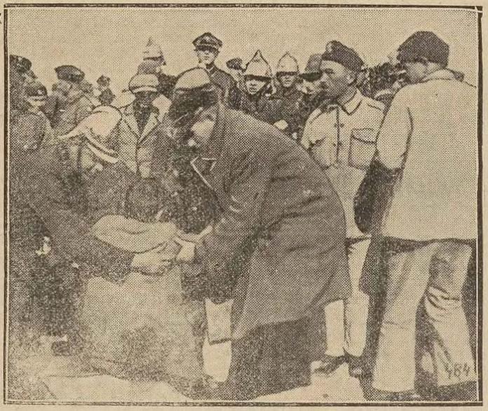 Газетна фотографія. Учасники рятувальної акції