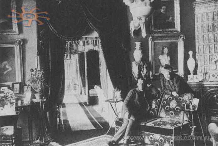 Бурштин. Палац Скарбків-Яблоновських. Фото інтер'єру. Джерело: castles.com.ua