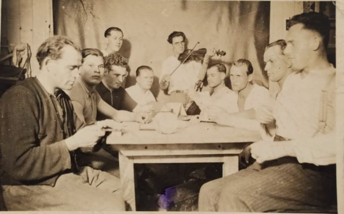 Павло Козак з товаришами у Гамбурзі, 1943 рік