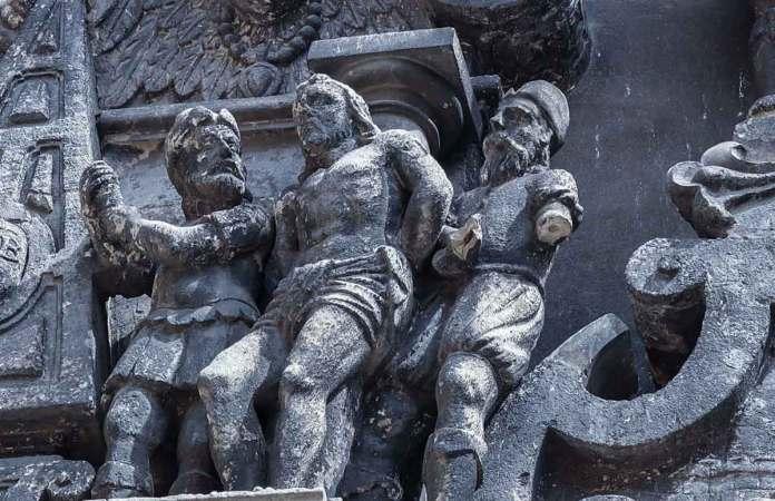 Скульптури на Каплиці Боїмів. Світлина 2020 року