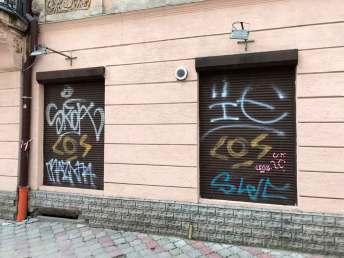 Графіті на ролокасетах на вул. Краківській, 28