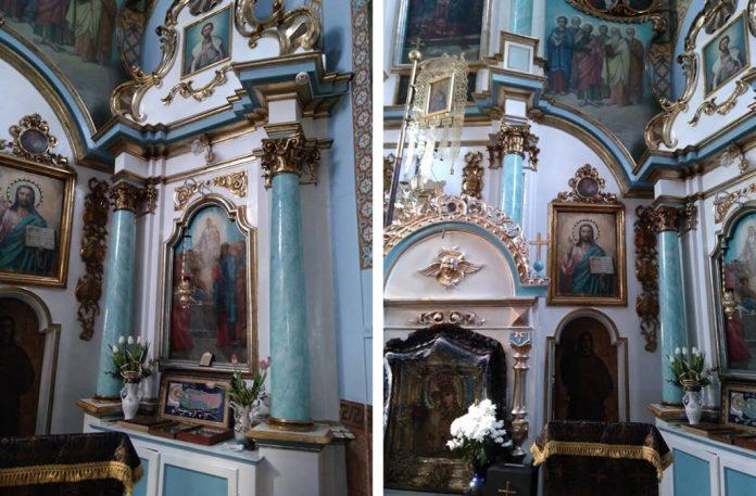 Усередині старовинної церкви