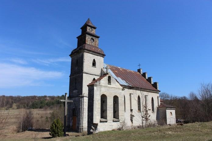 Костел святого Кароля Баромеуша в селі Козаки, квітень 2021 р.