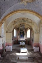 Інтер'єр костелу святого Кароля Баромеуша в селі Козаки, квітень 2021 р.