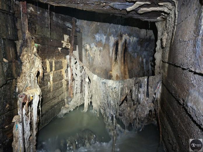 Цей тунель не тільки вузький, а ще й забруднений