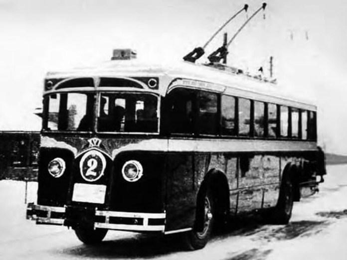 Серійний тролейбус ЛК-1 із деповським № 2 у Москві. Фото 1933 року