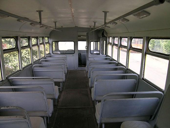 Салон музейного тролейбуса МТБ-82Д. Вигляд в сторону кабіни. Сучасне фото