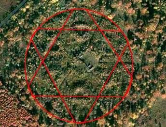 Геогліф в лісочку неподалік села Ясеновець в районі Рожнятова
