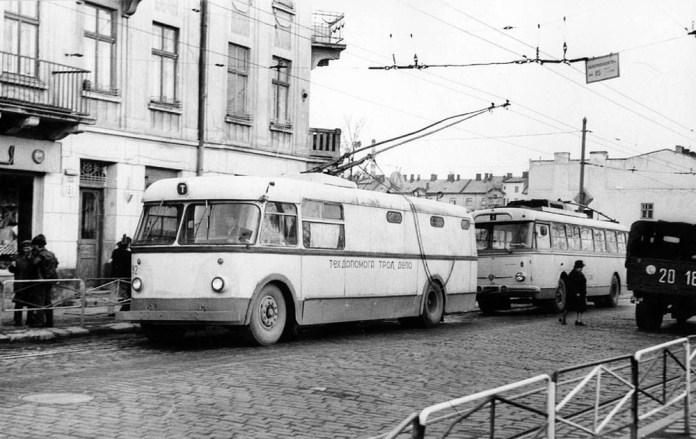 Тролейбус «Київ – 2» № 92 у кінці 1970-х років працював в ролі технічної допомоги. Фото зроблене 28 березня 1977 р. Автор фото – Ааре Оландер