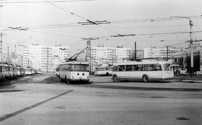 «Киянка» № 163 та тролейбуси «Skoda 9Tr» у тролейбусному депо Львова. 23 березня 1977 року. Автор фото Ааре Оландер