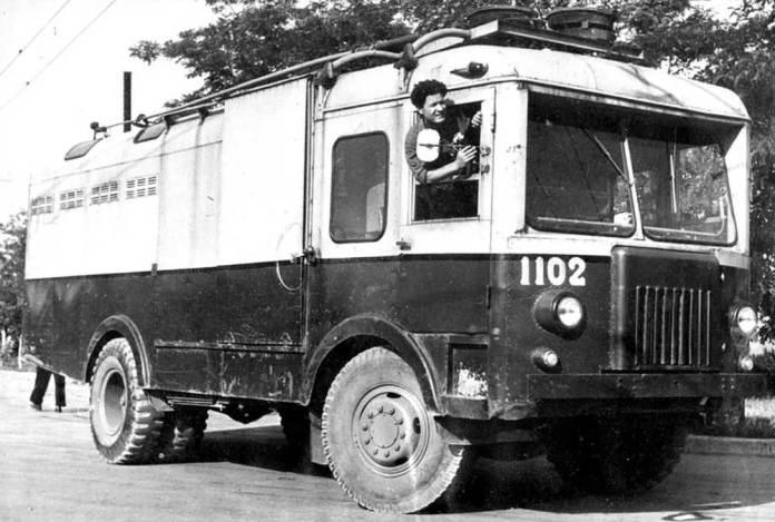 Тролейвоз-фургон ТГ-3 виробництва СВАРЗу під час випробувань у Севастополі. 1963 р.