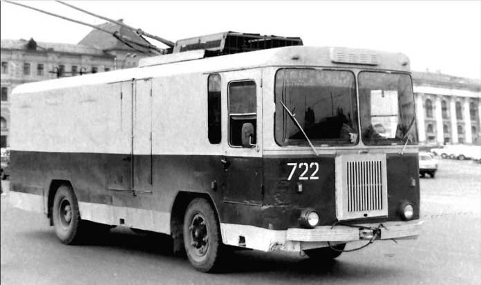 Тролейвоз-фургон КТГ-1 виробництва КЗЕТу (базова модель). Автор фото – Євген Кочнєв. Кінець 1980-х років