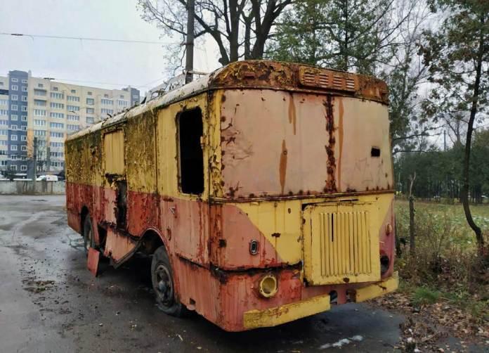 Останній львівський вантажний тролейбус КТГ-1 на території тролейбусного депо. 2018 р. Автор фото – Роман Зарума