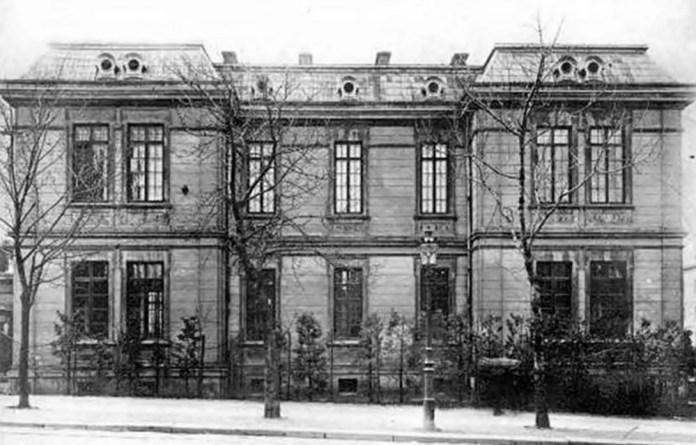Будівля дитячого шпиталю Св. Софії, вигляд зі сторони вулиці Личаківської. Фото початку ХХ ст. Ю. Косьєча-Яворського. Зараз у цій будівлі розміщується отоларингологічне відділення ЛОКЛ