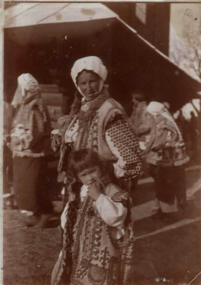 Іван Труш. Гуцулка з дитиною. Приватна збірка
