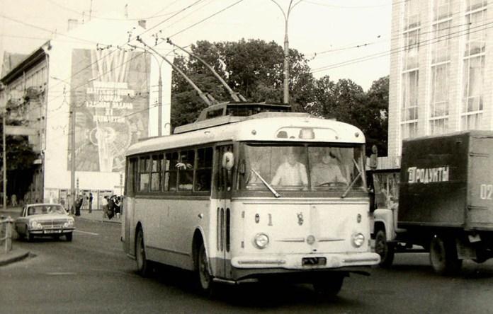 Найперший рівненський тролейбус «Skoda 9Tr» № 1 1974 року випуску. 1981 р. Фото із архіву Олексія Дмищука