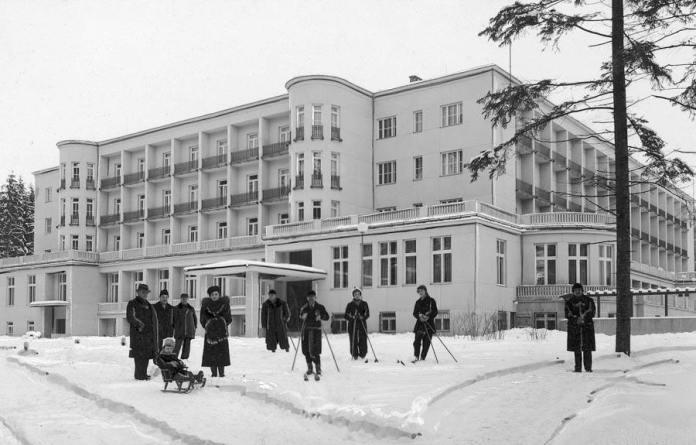 Моршин. Головний корпус. Зима 1939 року. А вже через 7-8 місяців санаторій захоплять