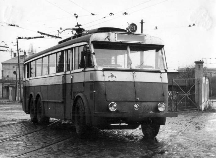 Тролейбус «Škoda 1Tr», переобладнаний у правосторонній. Орієнтовно 1947 рік. Фото із колекції КП «Одесамісьелектротранс», сканування і публікація – Олександр .Сандлер