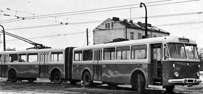 Двосекційний тролейбус, збудований на двох тролейбусів «Škoda 7Tr» у Варшаві. Фото 1960-х років