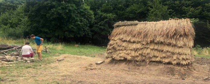 На Львівщині відтворили слов'янську хату X століття. У ній тимчасово живуть люди