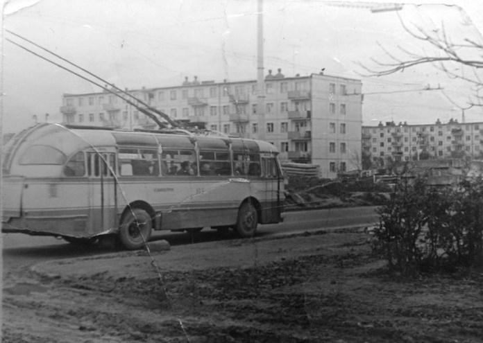 Тролейбус ЛАЗ-695Т з інв. № 145 на тролейбусному маршруті № 9 на вулиці Любінській. 1969 рік. Фото Дмитра Матушкіна