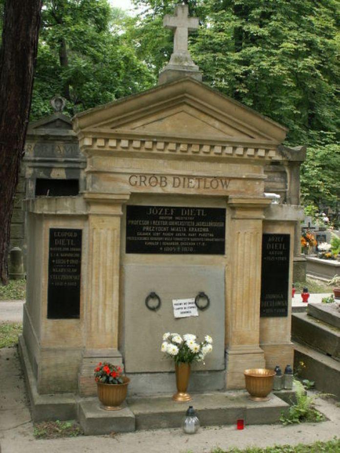 Поховання Юзефа Дітля на Раковицькому цвинтарі у Кракові. Фото з https://uk.wikipedia.org/