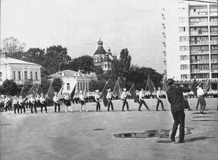 На новозбудованій площі Леніна, 1967 рік