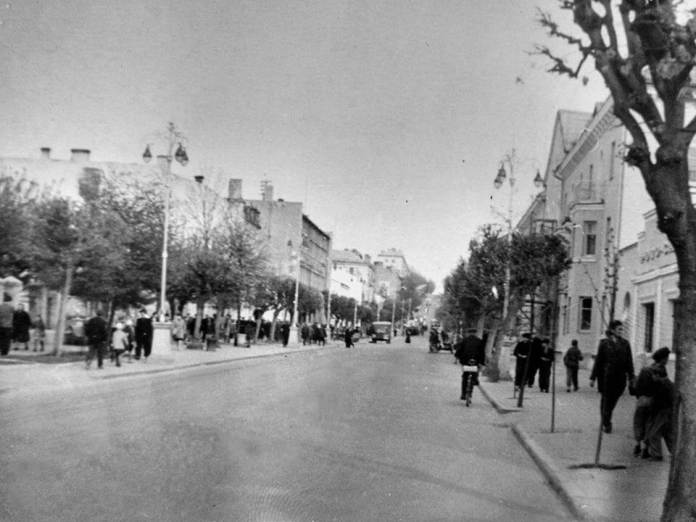 Ліворуч – ще незабудована майбутня площа ім. Леніна, 1950-і-рр.