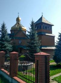 Церква св. пророка Іллі у Шоломині знаходиться у центрі населеного пункту