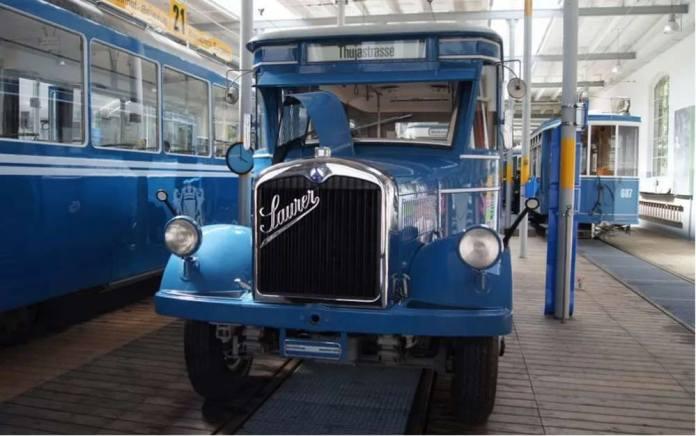 Автобус «Saurer» у музеї громадського транспорту Цюриху. Вигляд зпереду. Сучасне фото