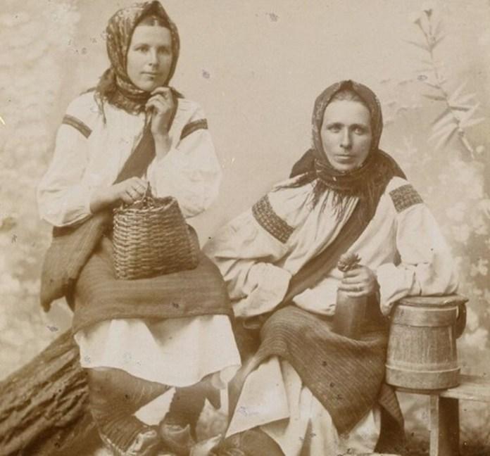 Мешканки Галичини на світлині 1890-х років. Фотограф Юрій Дуткевич