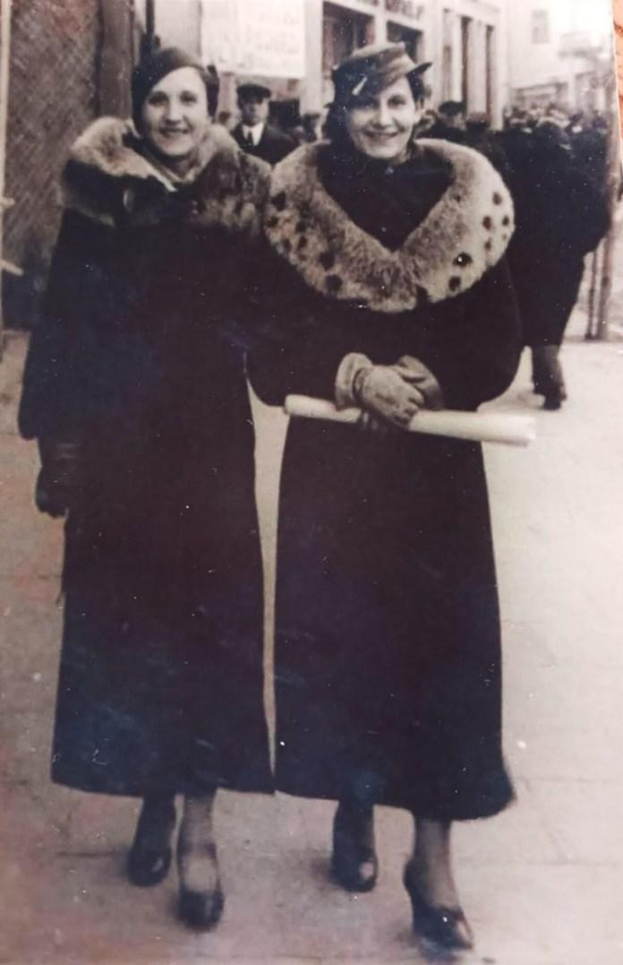 Ніна Негребецька (праворуч) з подругою на вулицях Рівного, 1930-і роки